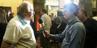 O técnico Antonio Carlos Barbosa concedendo entrevista ao repórter Alexandre Silvestre, da TV Gazeta / Foto: Kiko Ross/ASE