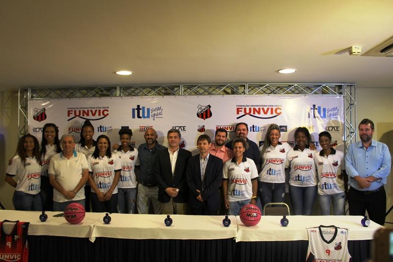 O Funvic/Ituano apresentou jogadoras e comissão técnica / Foto: Matheus Moura/LBF