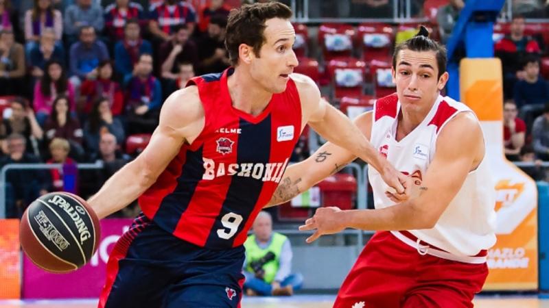 O jogo marcou o duelo entre os brasileiros Marcelinho Huertas (Baskonia) e Ricardo Fischer (Bilbao) na Liga ACB / Foto: Divulgação
