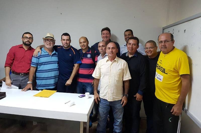Filiados ao lado do novo presidente / Foto: Divulgação/FMB