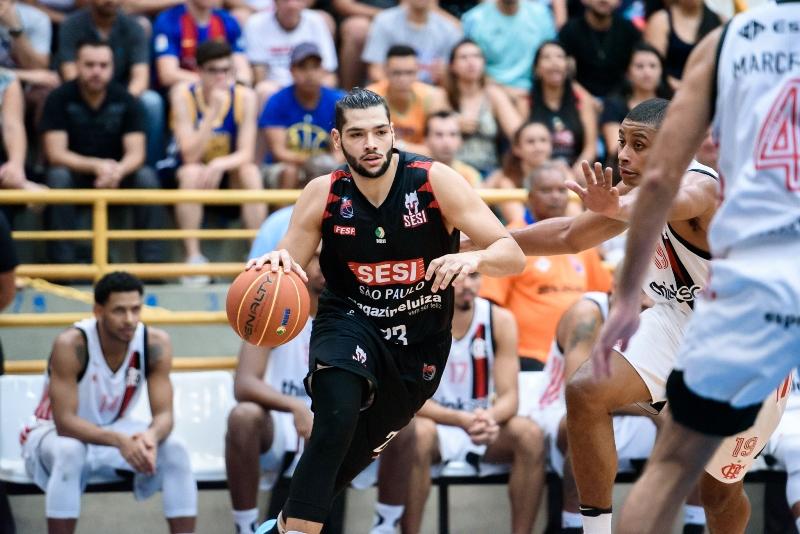 Dono de 16 pontos e oito assistências, Léo Meindl teve mais uma grande atuação / Foto: Newton Nogueira-Divulgação