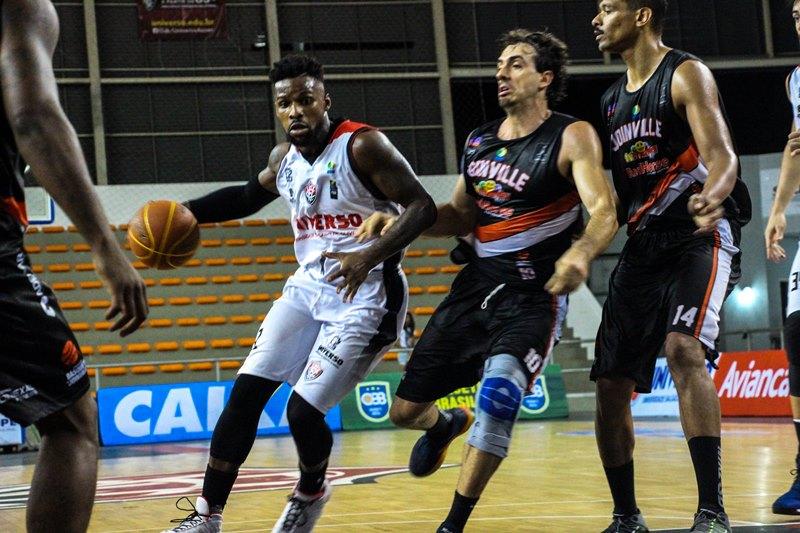 Destaque no início da temporada, Okorie foi fundamental no triunfo rubro-negro / Foto: Divulgação/Universo-Vitória