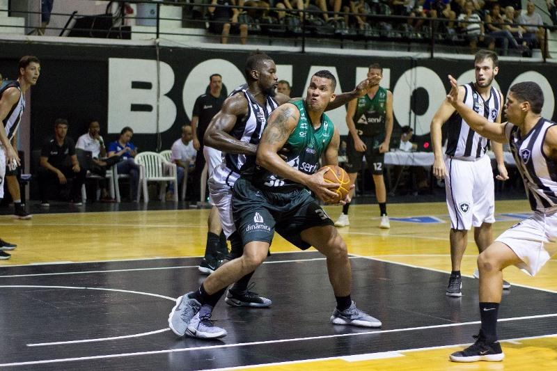 Hettsheimeir foi o grande destaque do jogo com 24 pontos / Foto: Tabela Carioca