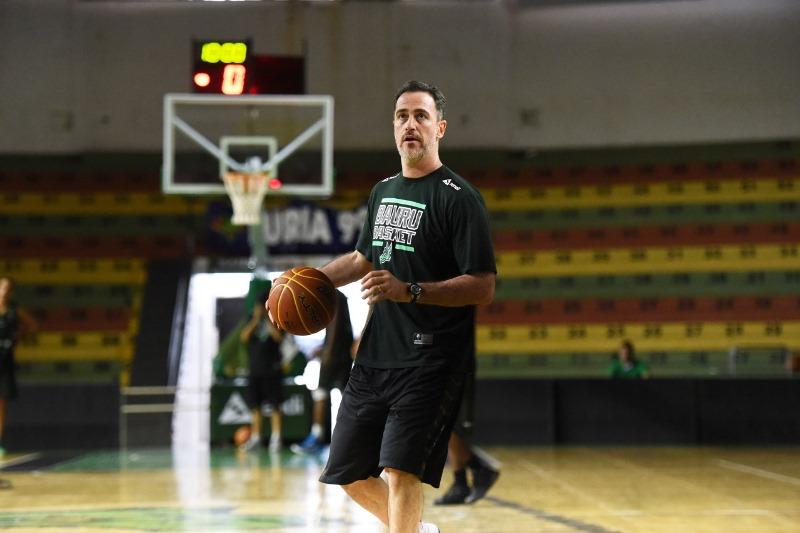 O técnico Demétrius Ferracciú sabe que é sempre duro jogar fora de casa / Foto: Victor Lira-Bauru Basket