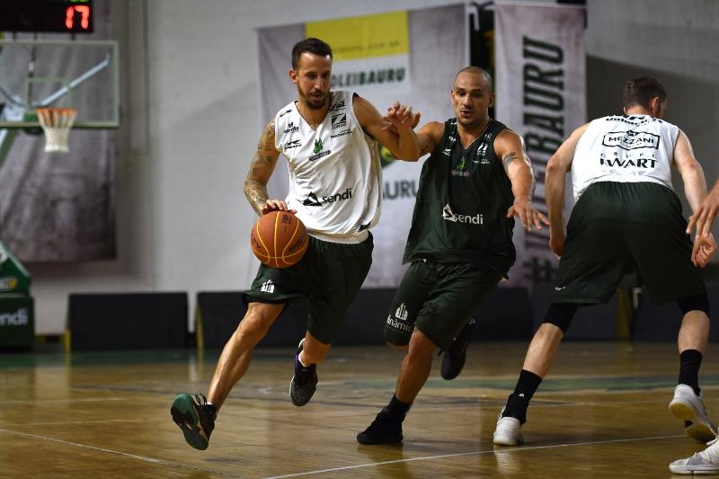 Duda Machado (com a bola) fará sua estreia no Panela / Foto: Victor Lira-Bauru Basket