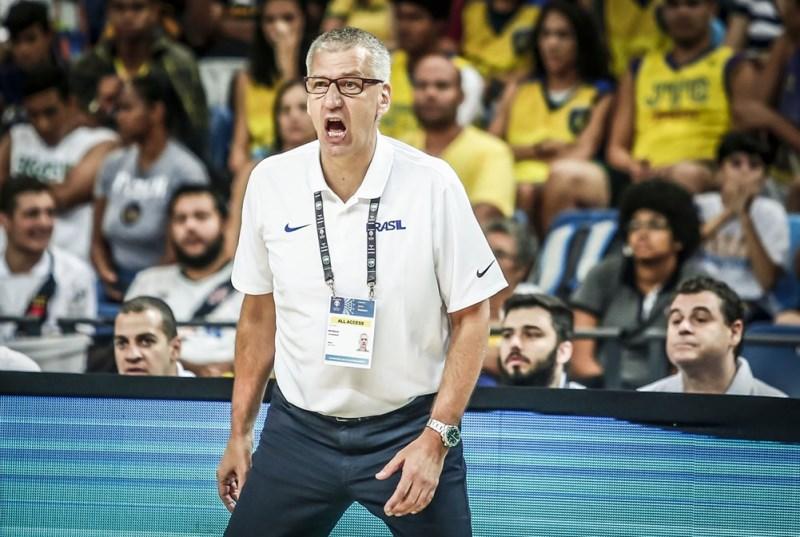 O técnico Aleksander Petrovic iniciou positivamente o seu ciclo no comando da Seleção Brasileira / Foto: FIBA