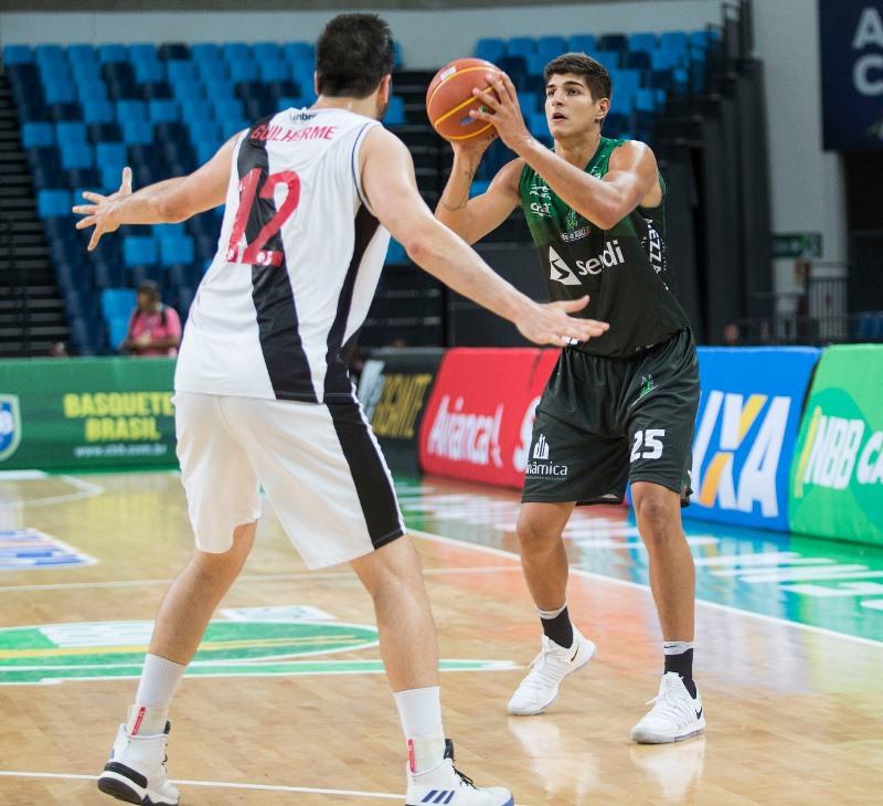 Gabriel Jaú com a posse de bola / Foto: Thiago Moreira-Vasco