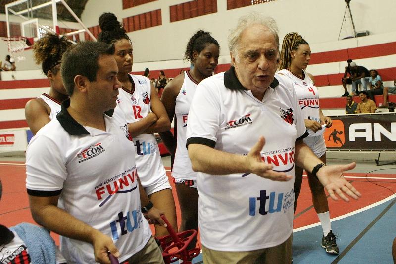 O trabalho eficiente do técnico Antonio Carlos Barbosa está fazendo a equipe crescer ao longo do campeonato / Foto: Juca Ferreira/Divulgação