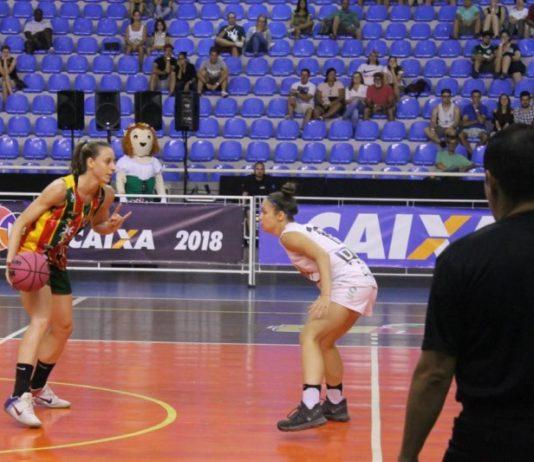 A lateral Leila Zabani foi muito bem contra o seu ex-time / Foto: Vitor Bett/Blumenau