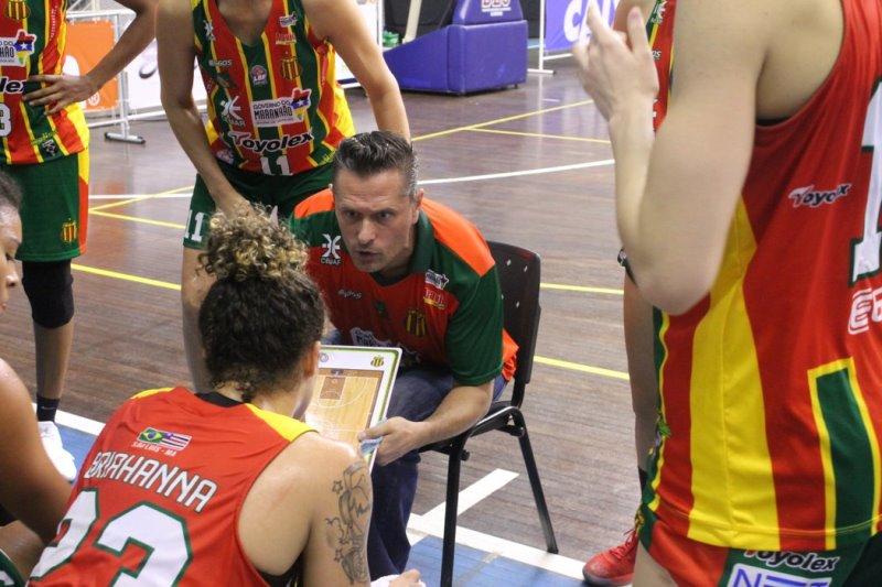 O técnico Virgil Lopez enalteceu a importância desta vitória, que ocorreu dos detalhes / Foto: Vitor Bett/Blumenau