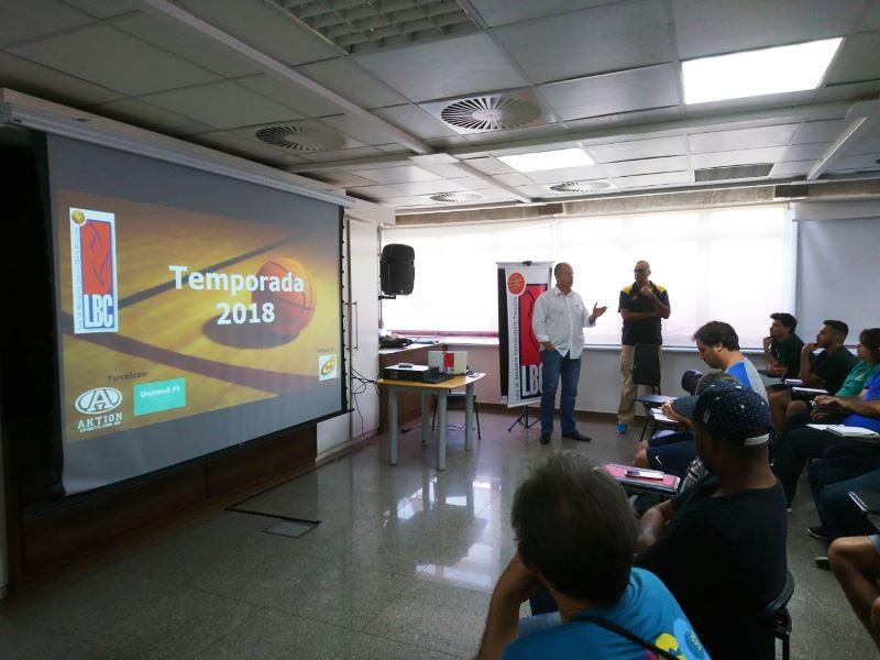 Enyo Correia conversou com os presentes / Foto: Divulgação/LBC