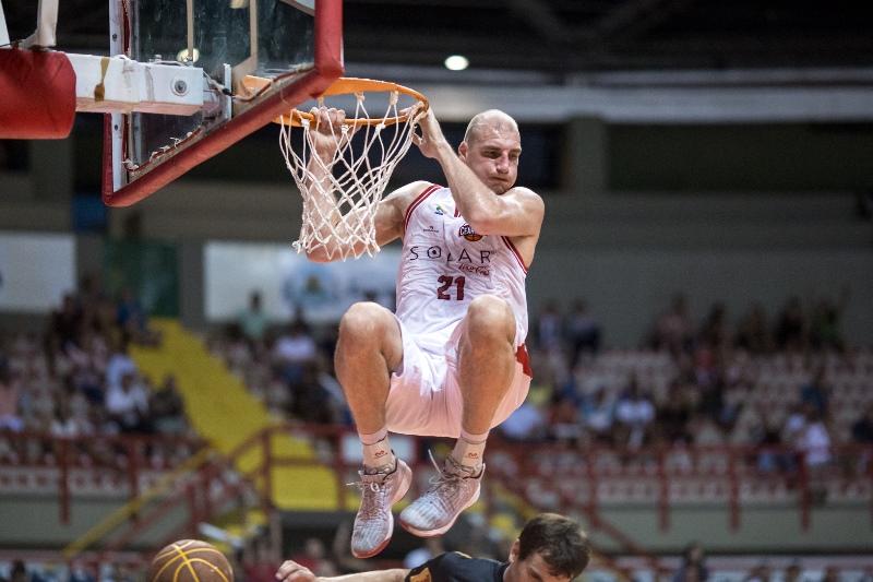 Leozão quebrou recorde histórico de mais rebotes em apenas uma partida / Foto: Stephan Eilert/Solar Cearense