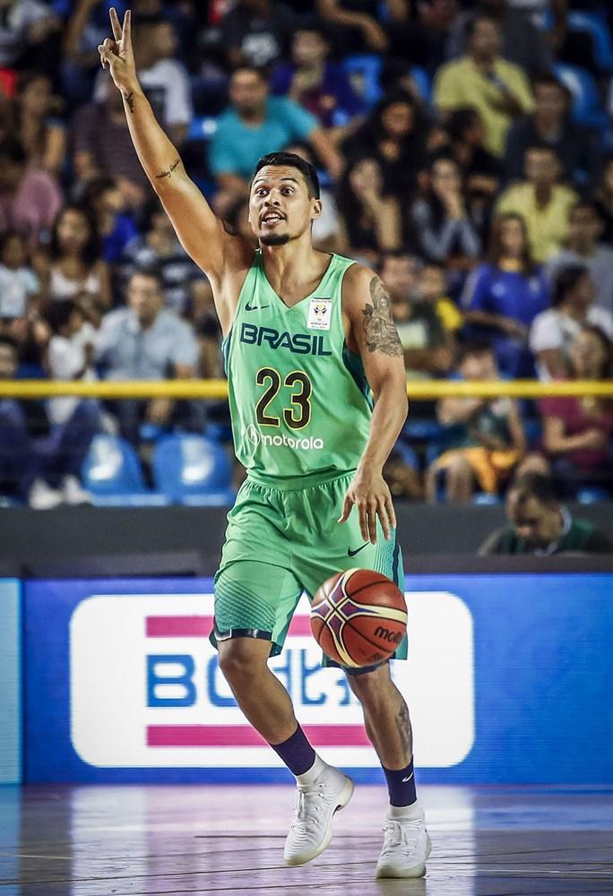 O armador Arthur Pecos estreou em grande estilo / Foto: FIBA