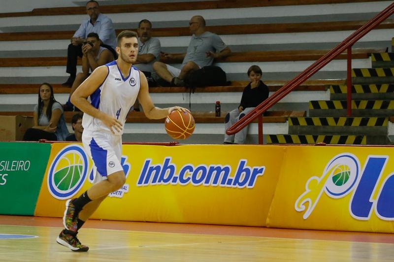 Destaque também no profissional, Ruivo tentará levar Pinheiros a mais um título / Foto: Marcelo Zambrana/LNB