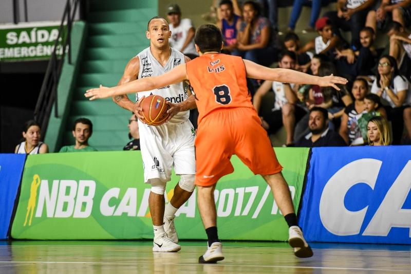 Após 20 dias sem atuar, Alex Garcia contribuiu com 10 pontos e 08 assistências / Foto: Victor Lira/Bauru Basket