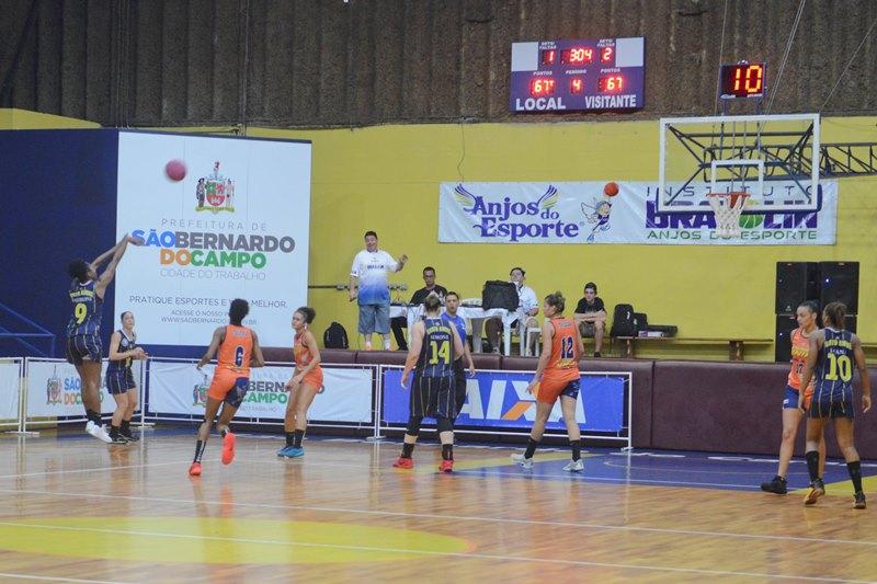 Jaqueline converteu seis bolas de três, seu novo recorde pessoal na LBF / Foto: Ricardo Cassin/São Bernardo-Brazolin-Unip