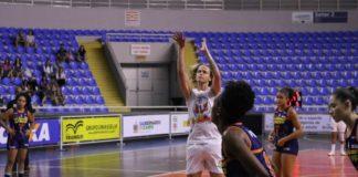 Com 24 pontos, Carina Felippus comandou a vitória de Blumenau / Foto: Vitor Bett/Blumenau
