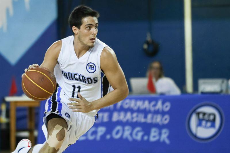 Vitor tem entrado durante os últimos jogos e mantendo a eficiência da equipe / Foto: Ricardo Bufolin/ECP