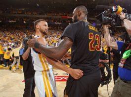 Curry é o primeiro na lista de vendas nos EUA. LeBron lidera no Brasil / Foto: NBAE-Getty Images