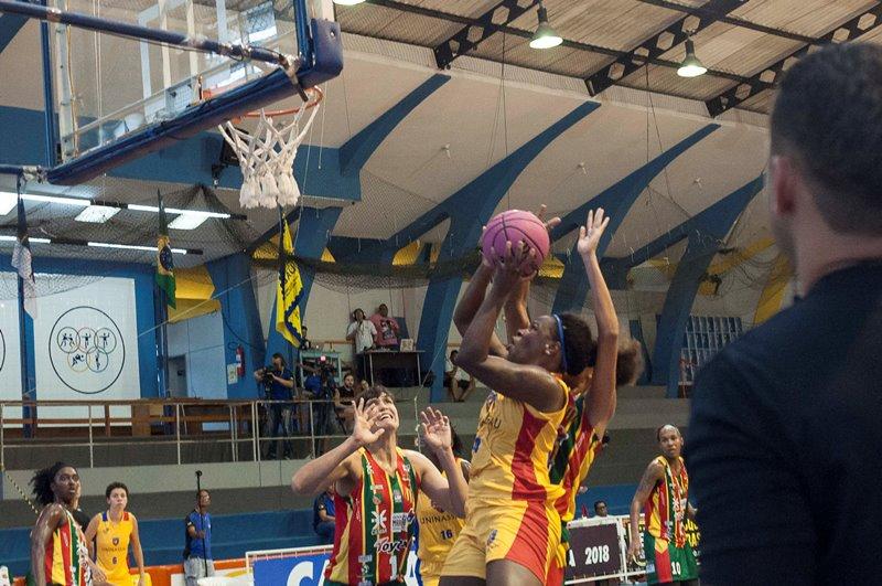 Gil Justino foi a cestinha do jogo, apesar da derrota / Foto: Robson Neves/Uninassau