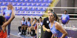 Mariana Camargo comandou o Blumenau com 17 pontos e 11 rebotes / Foto: Vitor Bett/Blumenau