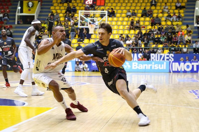 Atleta mais eficiente em quadra, Cauê Borges não evitou segunda derrota caxiense / Foto: Antonio Penedo/Mogi-Helbor