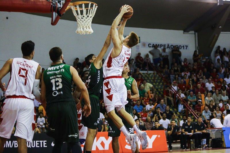 Du Sommer lamentou as falhas defensivas que minaram o CAP / Foto: João Neto/LNB