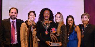 Tassia, Gil, Carol, Ana Limoeiro e Roberto Dornelas receberam o troféu pelo 3º lugar na temporada / Foto: João Pires/LBF