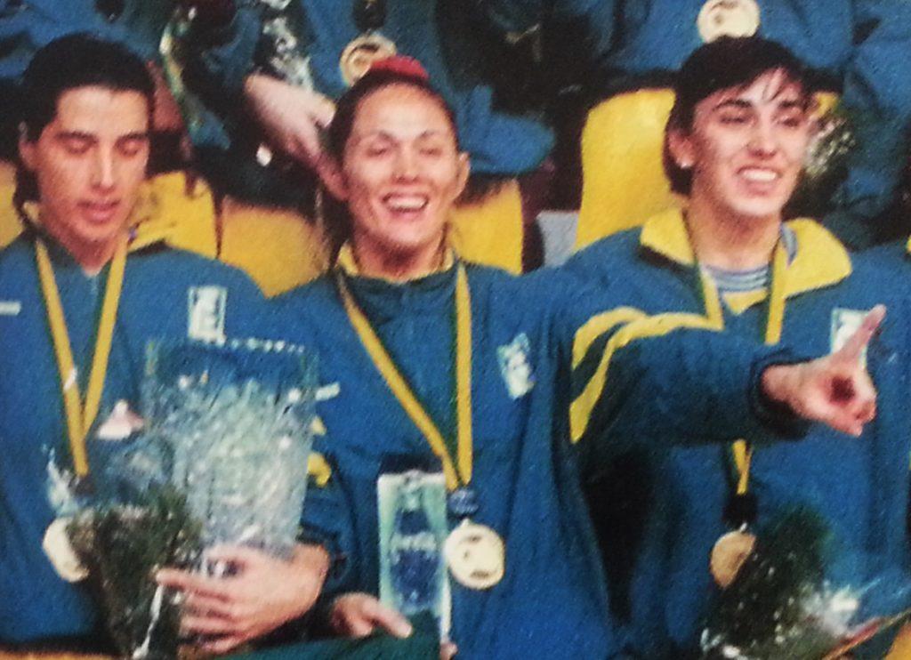 Adriana Santos viveu momentos distintos na Seleção, como novata e depois como experiente / Foto: Arquivo/CBB