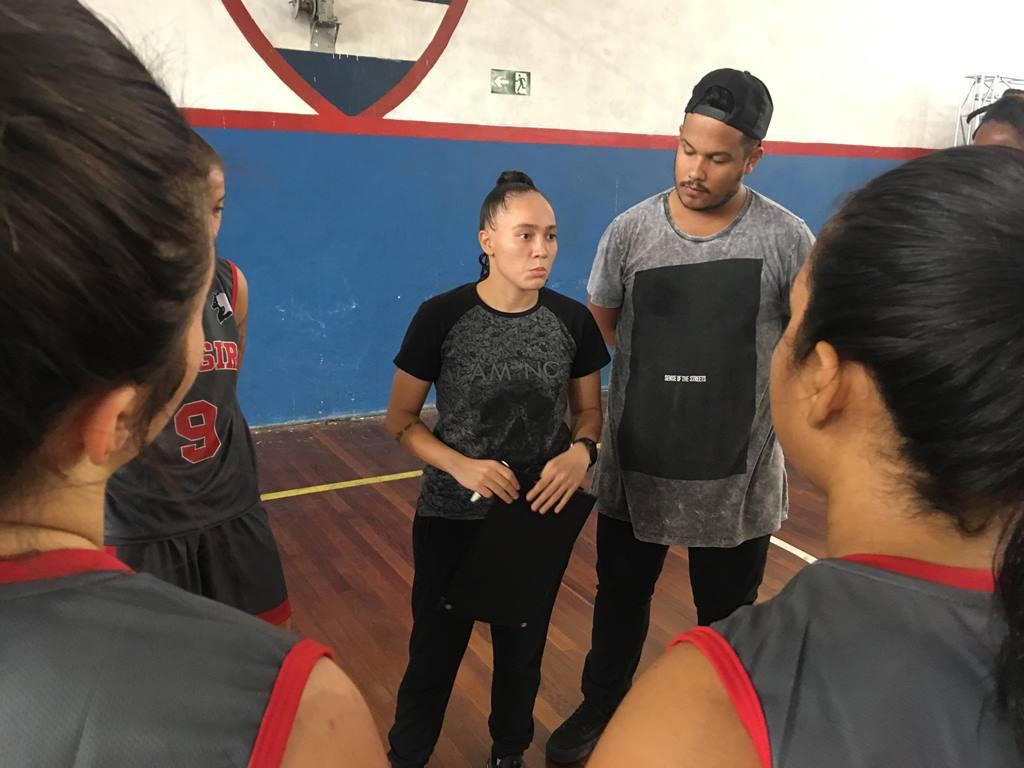 A técnica Stephanie Freitas, do Wolf Girls, quer a sua equipe lutando dentro de quadra / Foto: Divulgação/LSPB