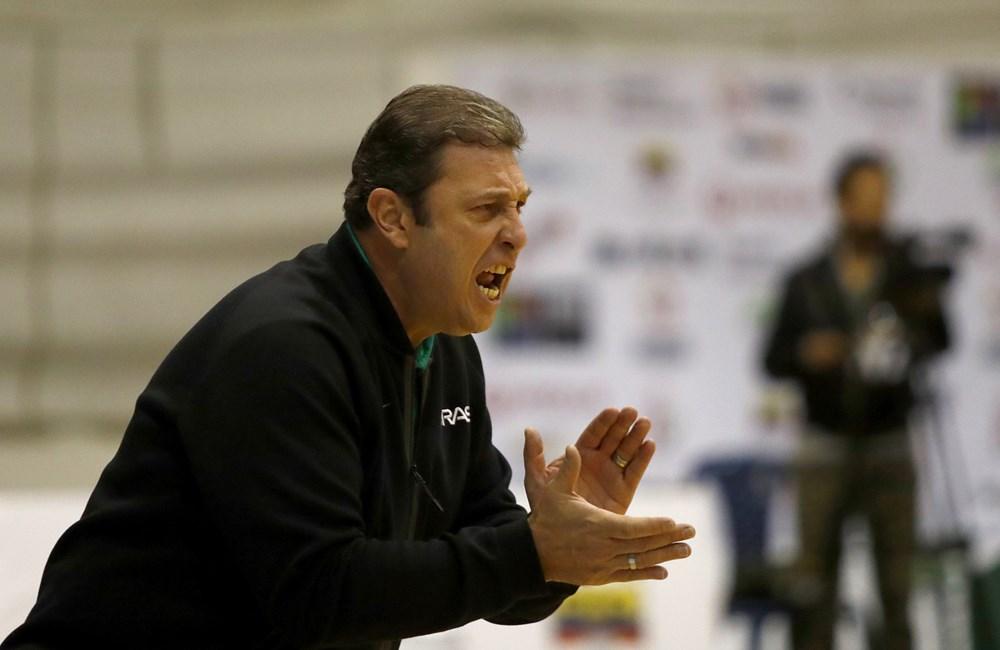 O técnico Carlos Lima mudou a equipe no segundo tempo / Foto: FIBA