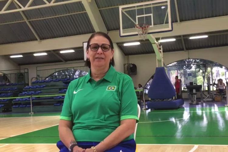 A técnica Thelma Tavernari já está analisando os adversários do Brasil / Foto: Divulgação/CBB