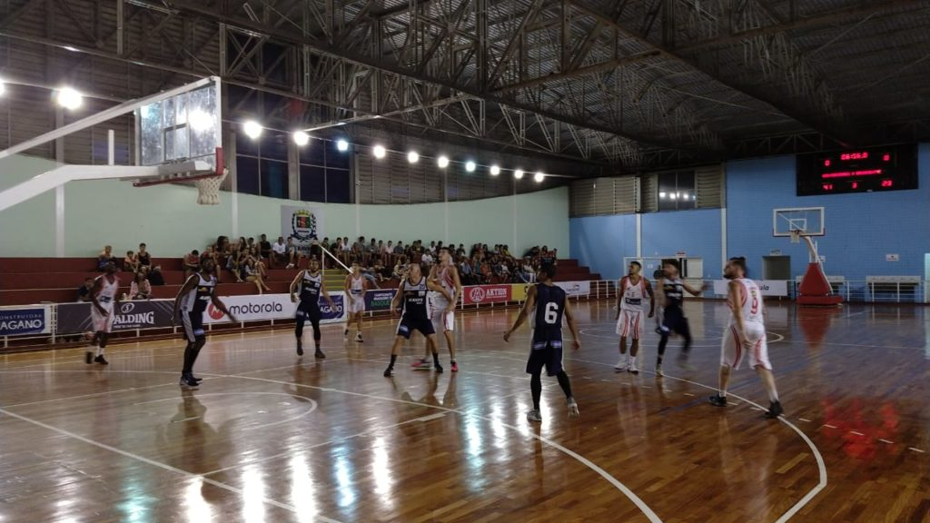 O Cravinhos Basketball venceu a primeira no Brasileiro / Foto: Kennedy Oliveira/Cravinhos