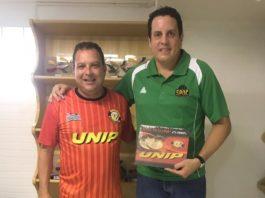 Alexandre da Silva Santiago (auxiliar de coordenação esportiva da Unip) e Gustavo Bracco (manager do São Paulo DC) / Foto: Divulgação