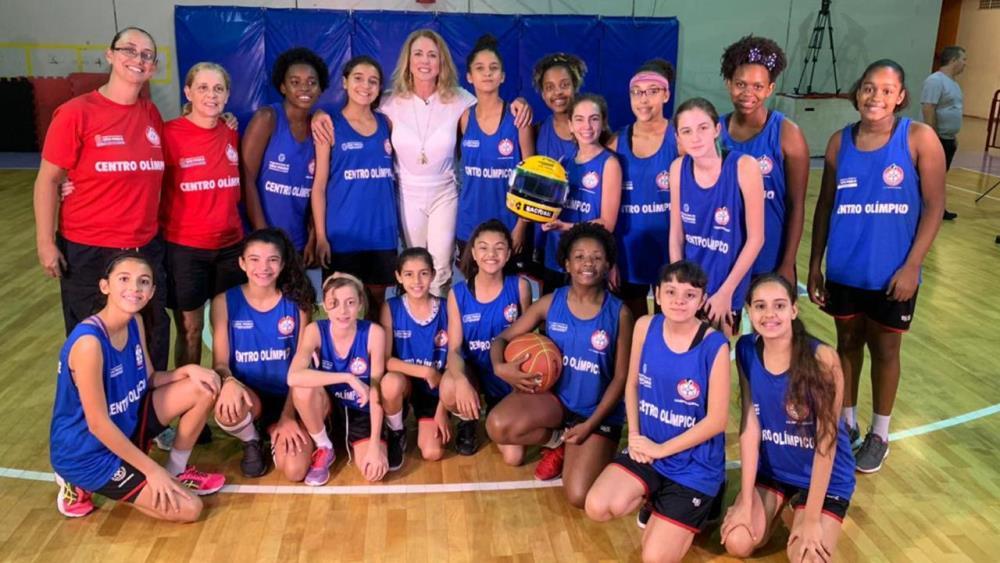 Visita da Rainha Hortência ao time de basquete do Centro Olímpico / Foto: Divulgação