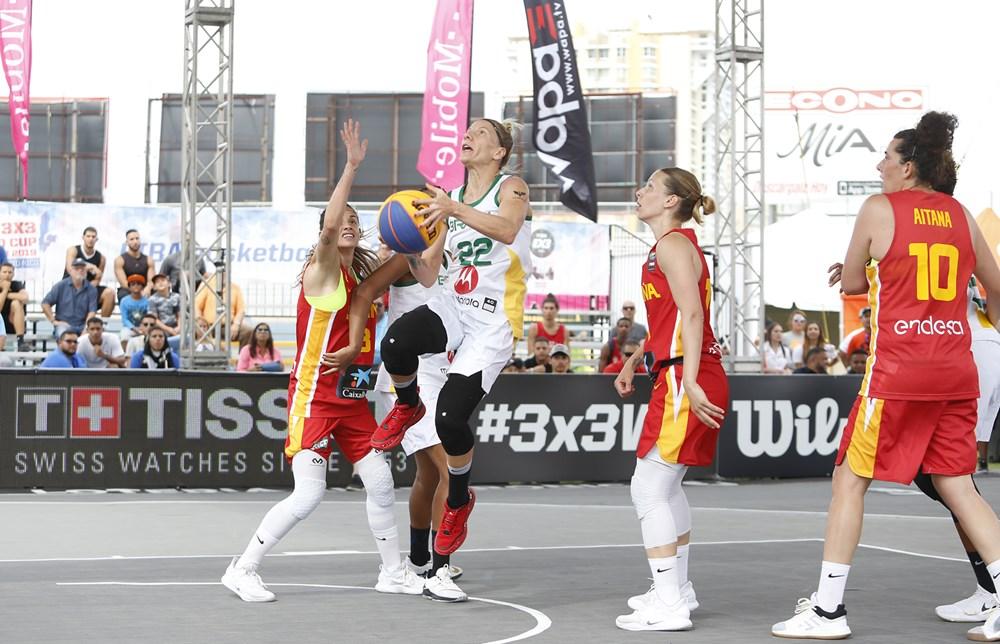 O Brasil não conseguiu reeditar o bom momento do primeiro jogo e foi superado pela Espanha / Foto: FIBA