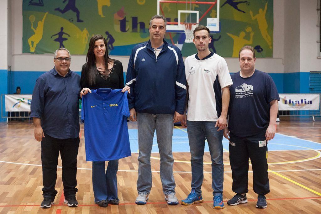 CBB prestou homenagem a campeã Mundial Dalila Bulcão, na foto ao lado de Alex Oliveira, Rodrigo Bulcão, Francisco Cordeiro Jr e Cláudio Carnieri / Foto: Divulgação/CBB