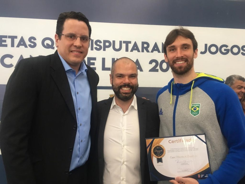 Gustavo Bracco (manager do São Paulo DC 3x3), Bruno Covas e Jefferson Socas (atleta do Basquete 3x3) / Foto: Kiko Ross/ASE