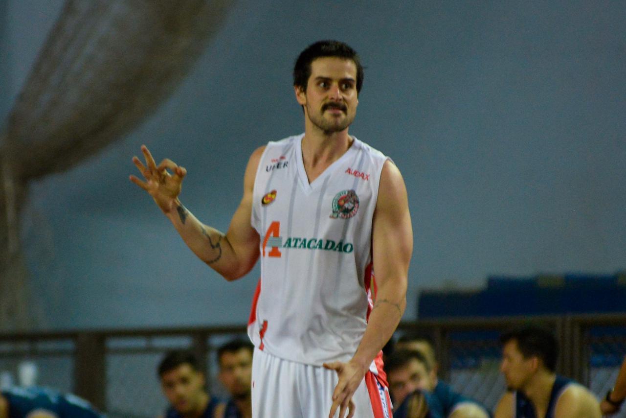 Thiago Marcello teve uma atuação excelente, especialmente, nos tiros de três pontos / Foto: Bruno Ulivieri/Basquete Osasco