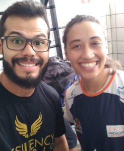 O fisioterapeuta Neemyas Souza com Aruzha Michaski, do Pró-esporte/Sorocaba / Foto: Divulgação
