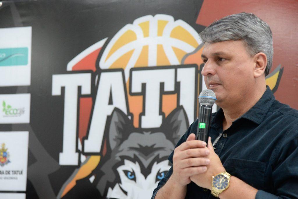 O secretário de Educação, Miguel Lopes Cardoso Junior, está trabalhando bastante em prol do crescimento da equipe de basquete de Tatuí / Foto: AI-PMT/Divulgação