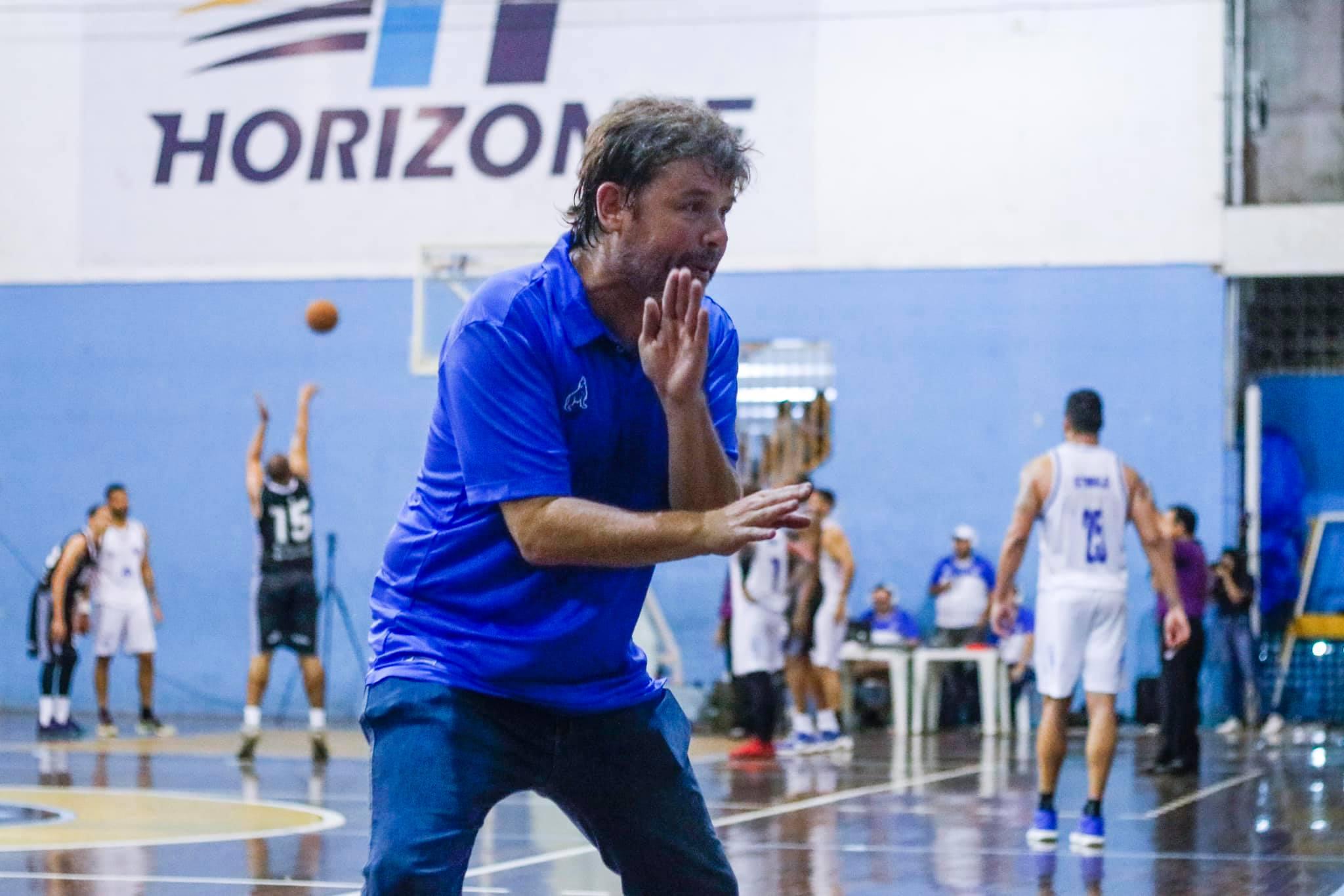 O técnico Márcio Kanthack gostou do desempenho da sua equipe nesta vitória eletrizante / Foto: Jorge Luiz/Paysandu