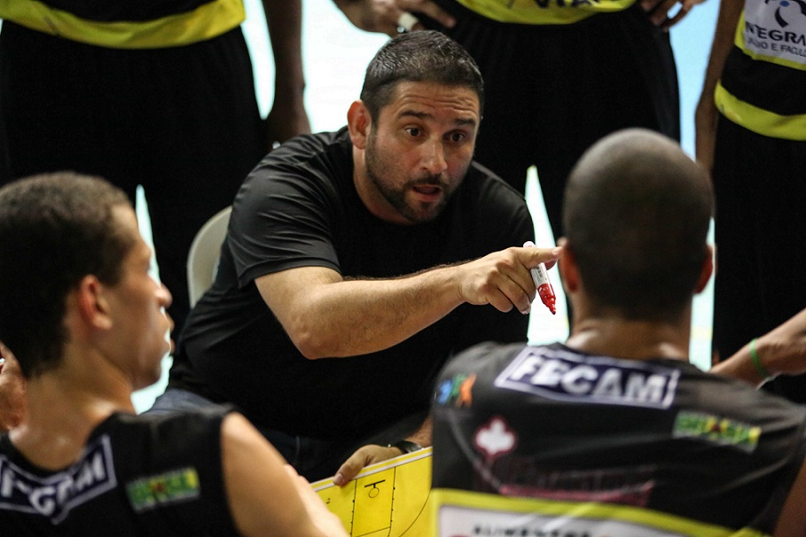 O técnico Edson de Souza está confiante e acredita no retorno à elite / Foto: Divulgação/LNB
