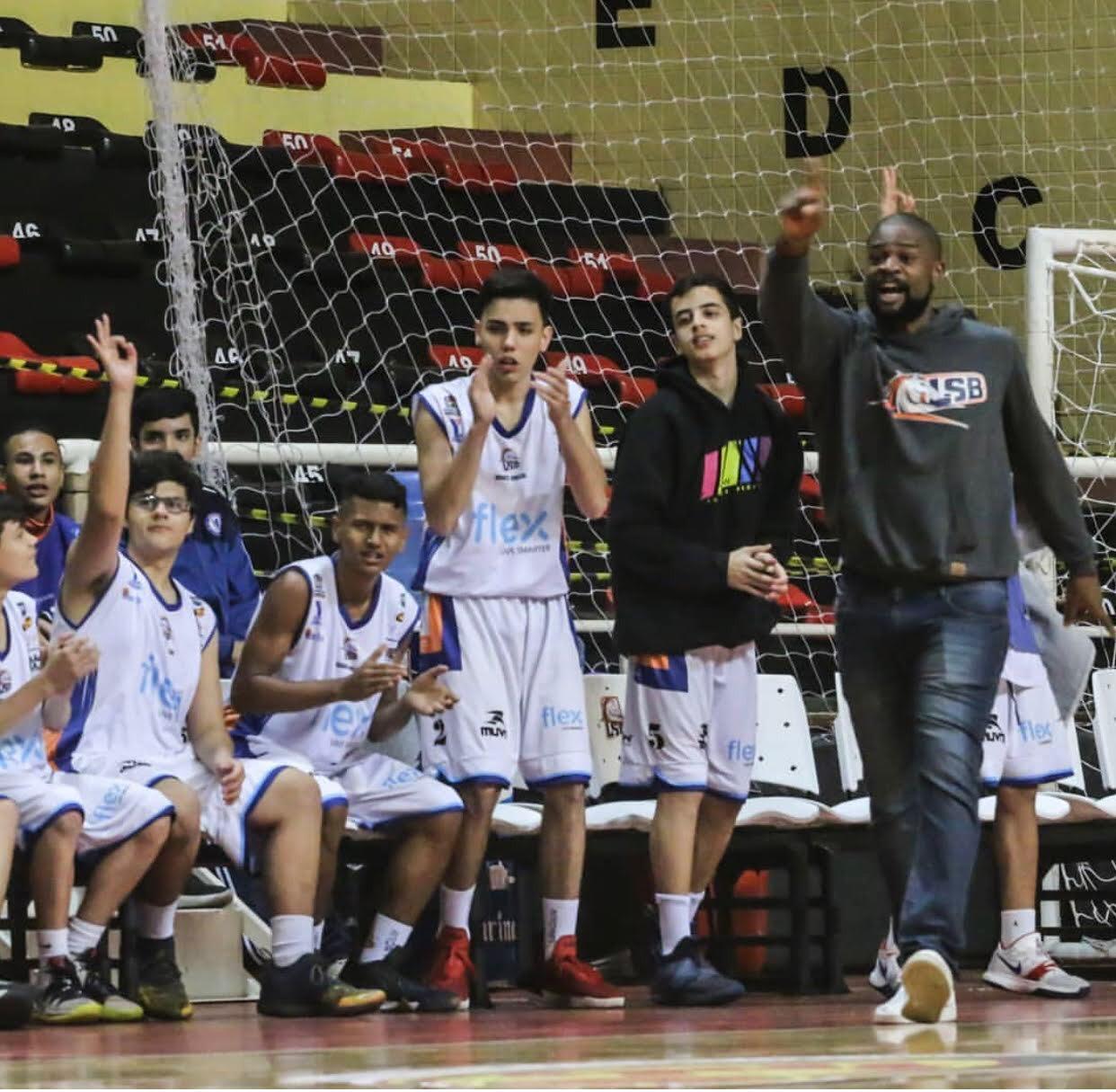 Lucas Maciel como técnico das equipes de base da LSB / Foto: Divulgação/LSB