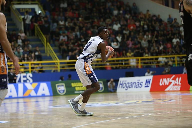 O jovem Colina foi relacionado para 20 partidas no último NBB / Foto: Antonio Penedo/Mogi Basquete