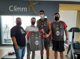 Douglas Dalmatti, Márcio Moreira, o atleta Elivelton Soares e Filipe Ariel / Foto: Divulgação/Basquete Tatuí