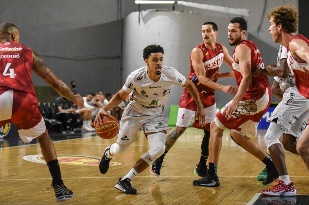 Alexey Borges registrou um double-double / Foto: Victor Lira/Bauru Basket
