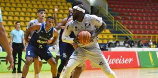 Tyrone Curnell quer o Zopone/Gocil Bauru Basket focado durante os 40 minutos / Foto: João Pires/LNB