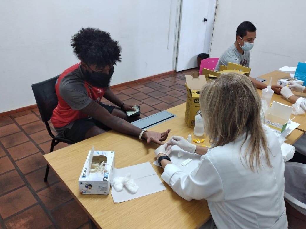 Heitor Cardoso na coleta do exame para detecção da Convid-19 / Foto: Divulgação/Basquete Tatuí