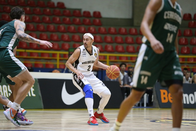 """""""Isaiah"""" Fúlvio foi um dos grandes nomes da partida / Foto: Antonio Penedo/Mogi Basquete"""